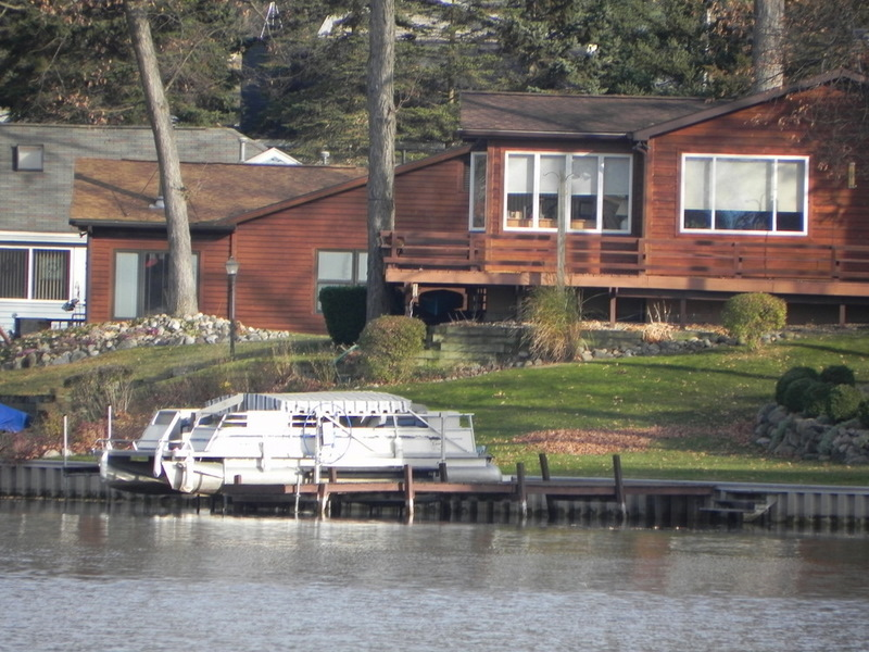 Lakefront homes for sale pinckney michigan detroit for Lakeside cabins for sale